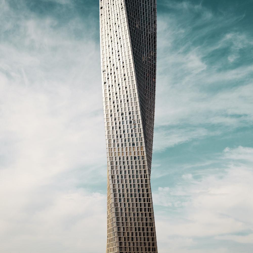 infinity tower dubai